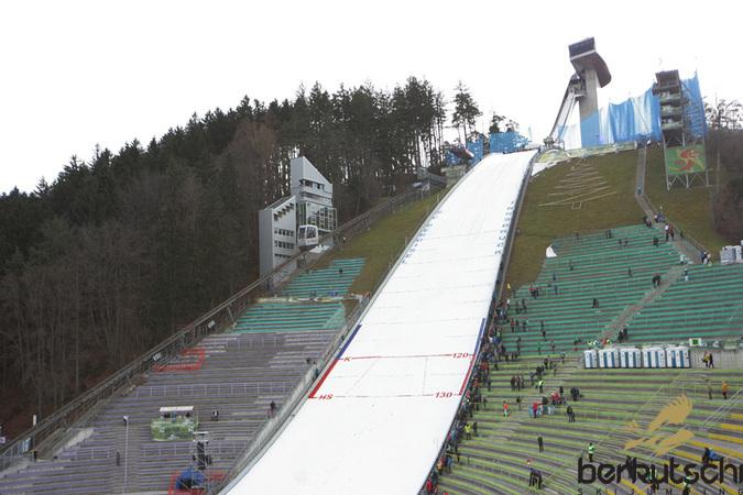 https://www.skisprungschanzen.com/photos/aut/innsbruck/21.jpg